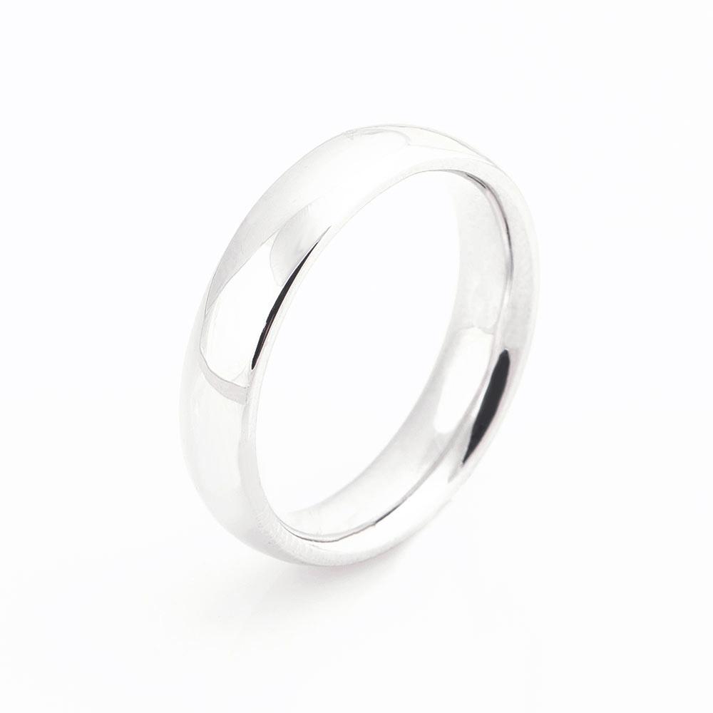 Золотое обручальное кольцо - аккуратное