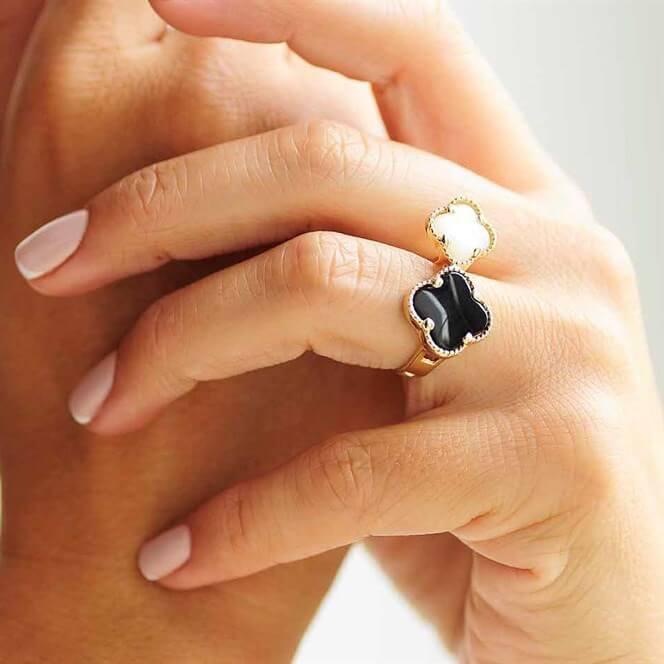 """Золотое женское кольцо """"Клевер"""" с перламутром"""