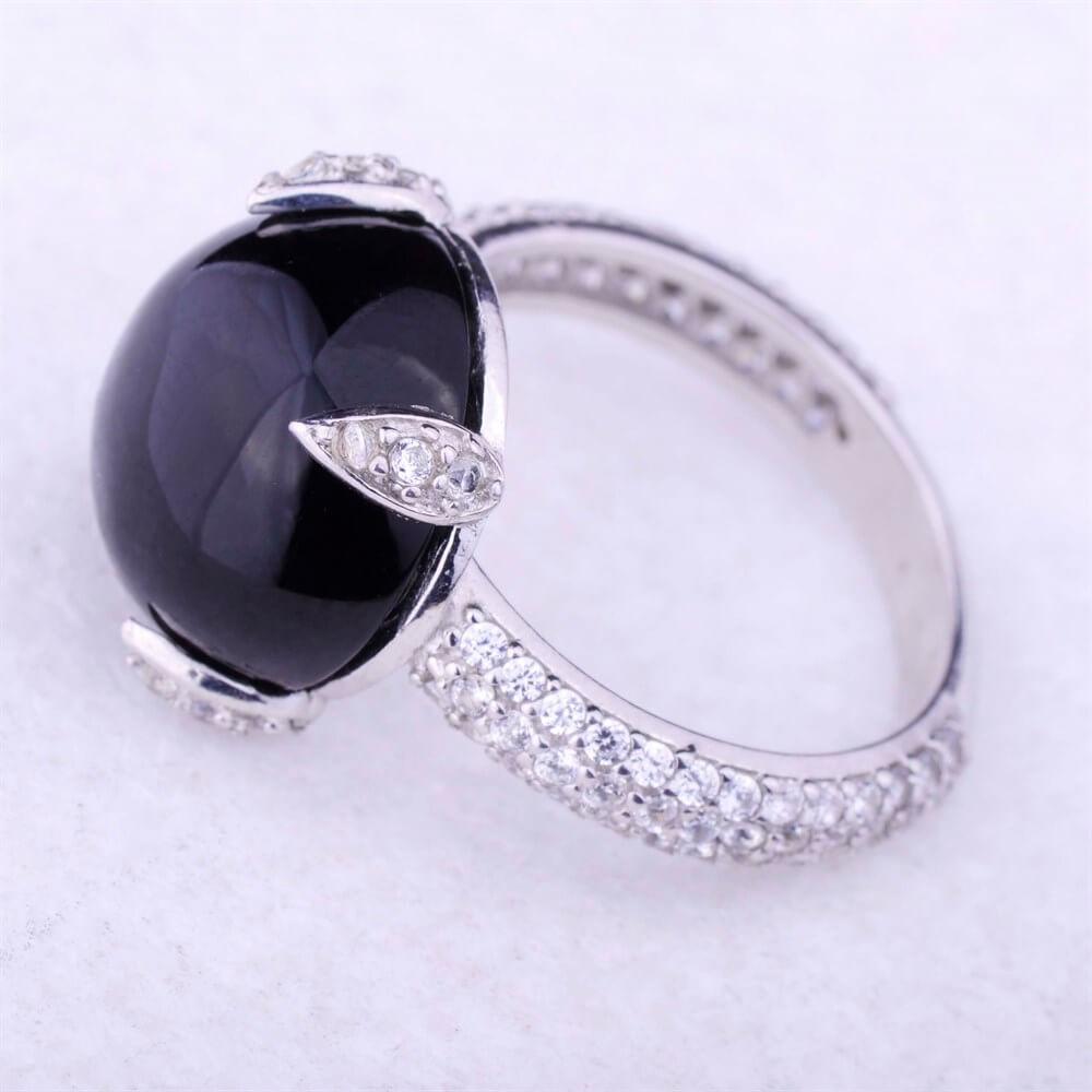 Золотое кольцо с ониксом женское