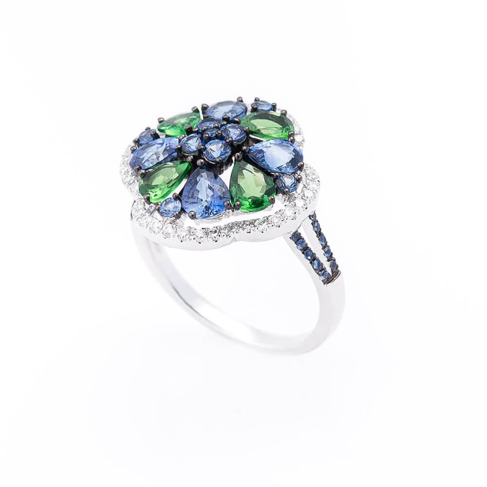 Золотое кольцо с сапфирами, бриллиантами и демантоидами (гранат)