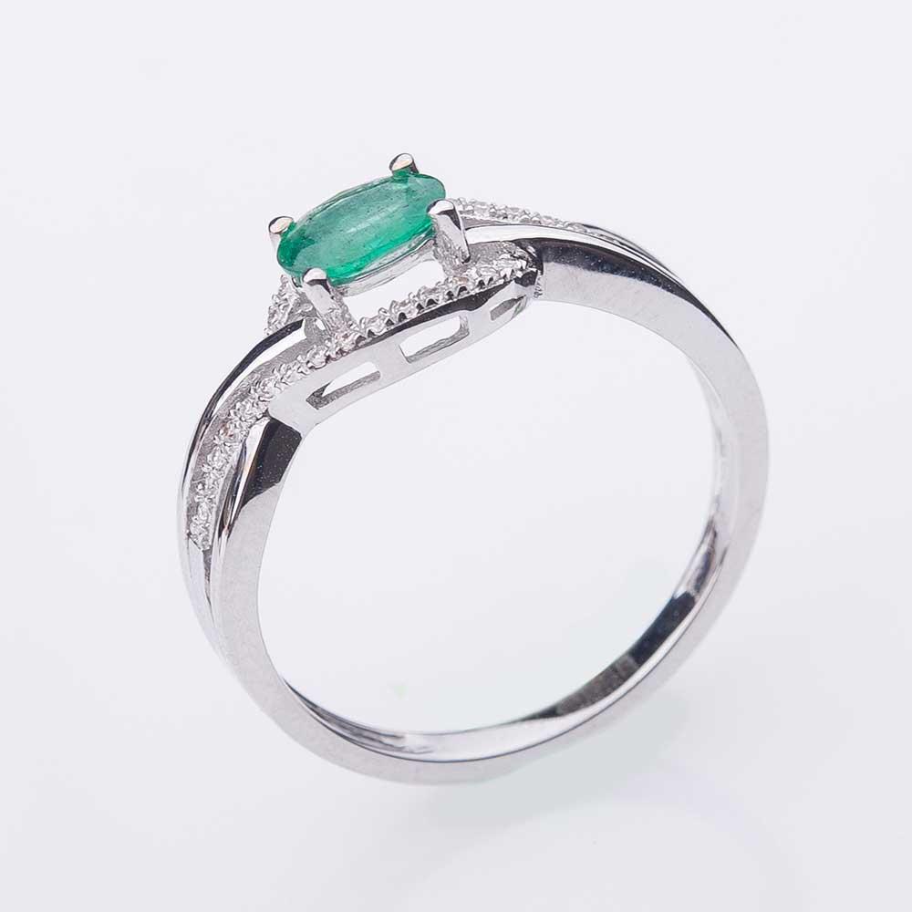 Помолвочное кольцо с бриллиантами и изумрудом