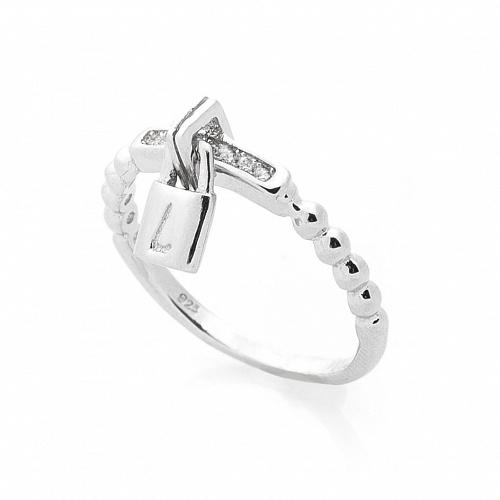 9ab26233e52d Всё большей популярностью пользуются оригинальные серебряные кольца  женские. Разнообразие форм и сравнительная доступность металла привлекают  почитательниц ...