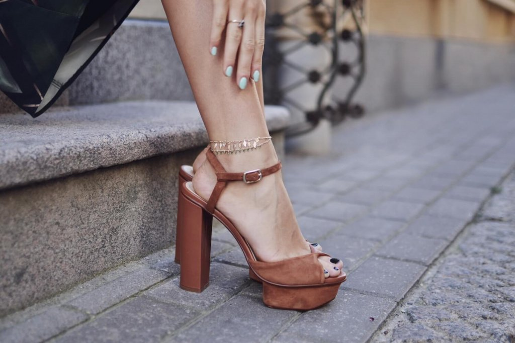 H&M-Chunky-heels-and-anklet.JPG